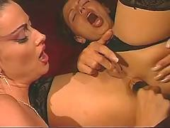 Lesbo spoil chick on sofa