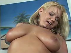 Chesty blopnde plumper crazy jumps on strong dick