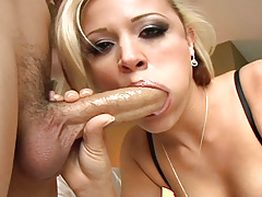 Blonde Slut Blowing And Deepthroating A Largest Cock For Spunk fountain